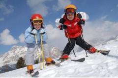 Урок по горным лыжам для ребенка