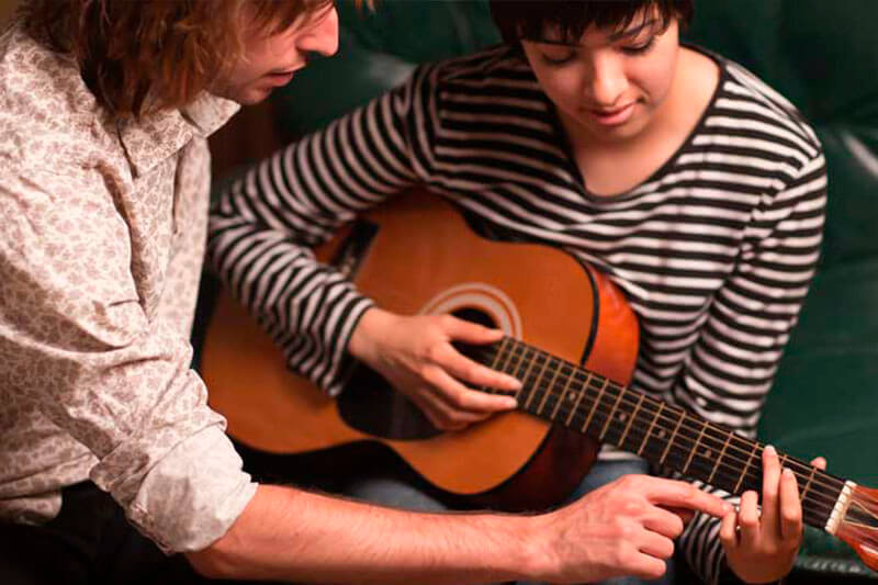 Обучение игре на гитаре